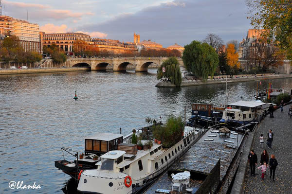 29 boats on river seine
